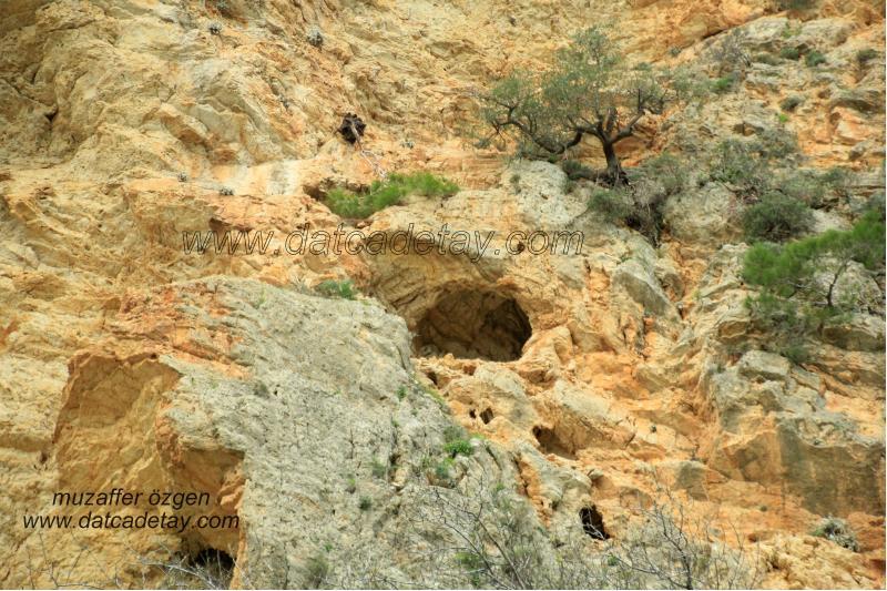 sındı arazilerinde mağaralar