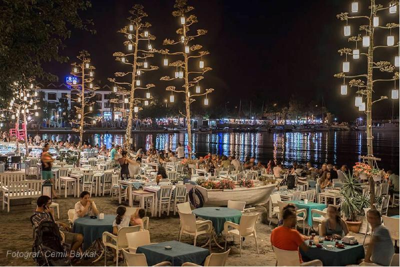 datça kumluk plajında balık lokantaları