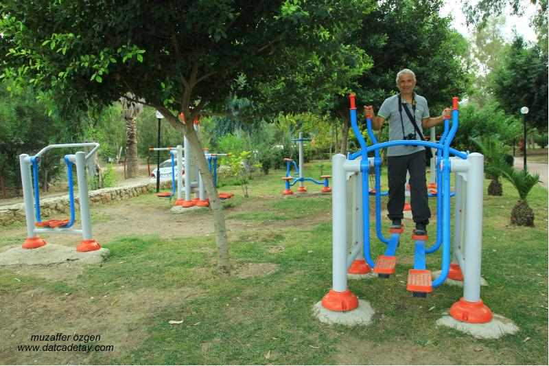 datça kent parkta spor yapanlar