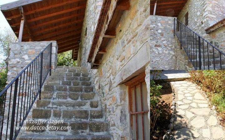 eski datç merdivenli ev