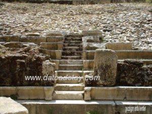 antik tiyatroda kerkides