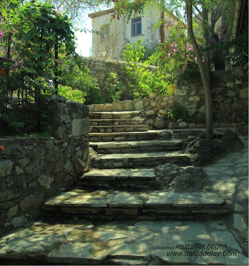 eski datça merdivenli sokak