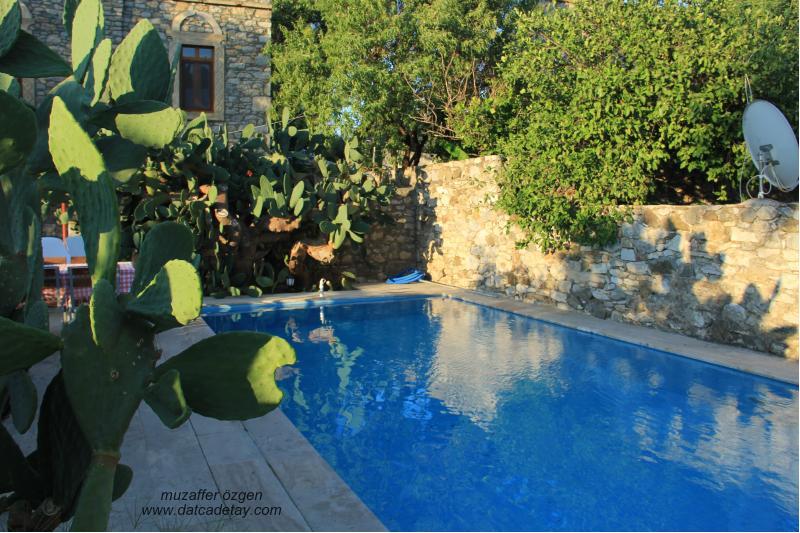 eski datça pansiyon havuzu