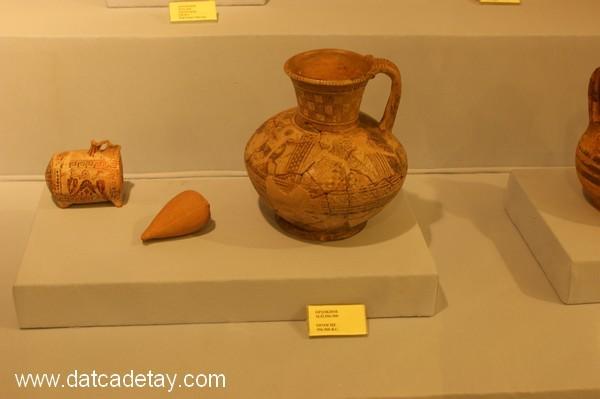 Oinokhoe:Şarap servisinde kullanılan sürahiler.