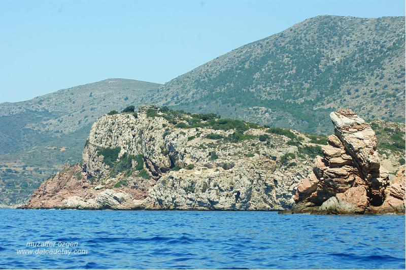 knidos aslanlı mezar'ın denizden görünüşü