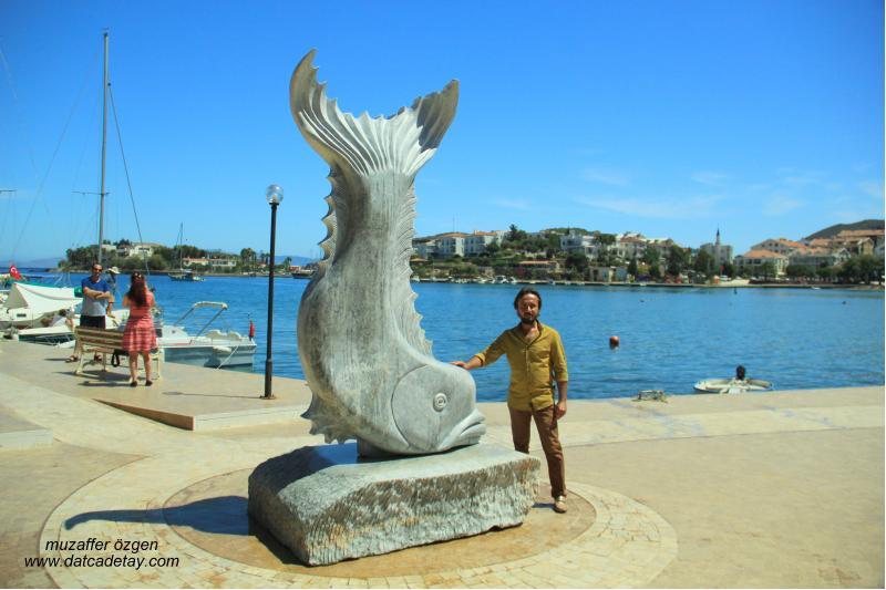 datça balık heykeli
