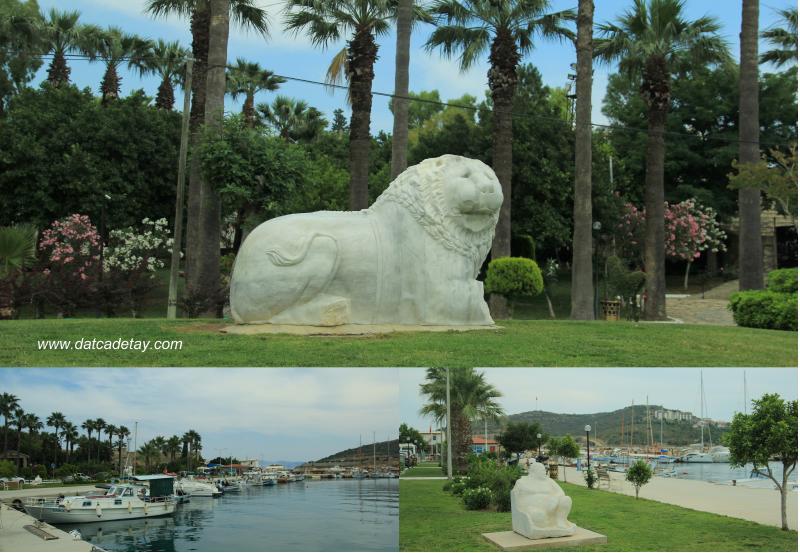 datça limanında aslan heykeli