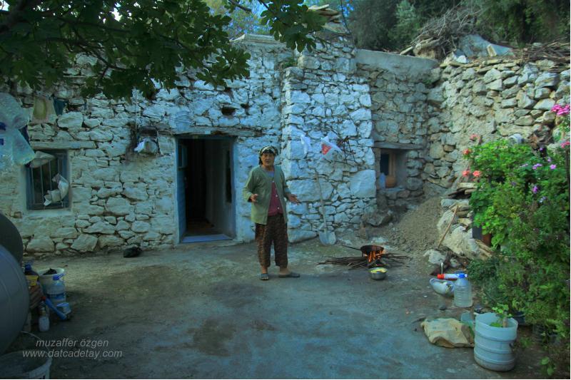 sındı evinde köylü kadın
