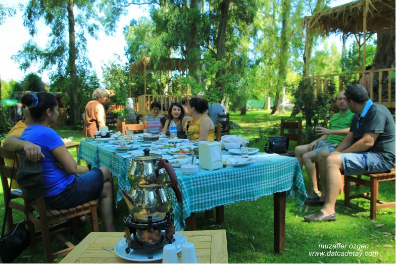 derinn bahçe restoran'da kahvaltı