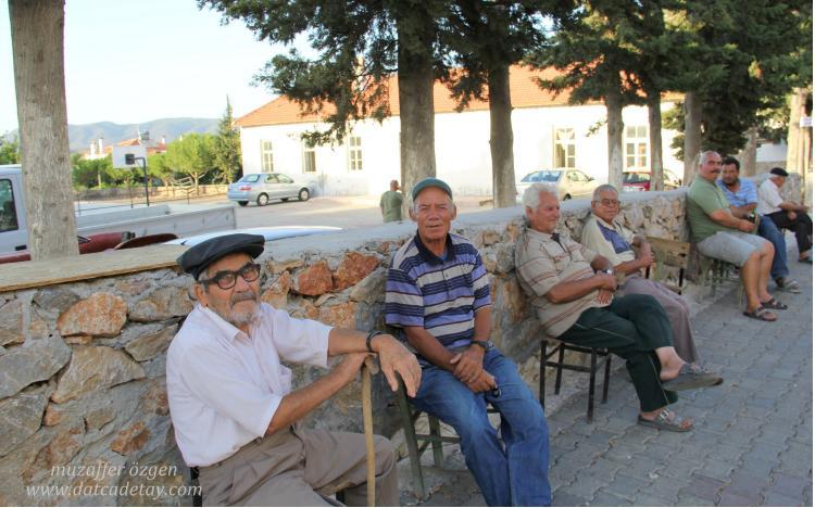 hızırşah kahve önünde oturanlar