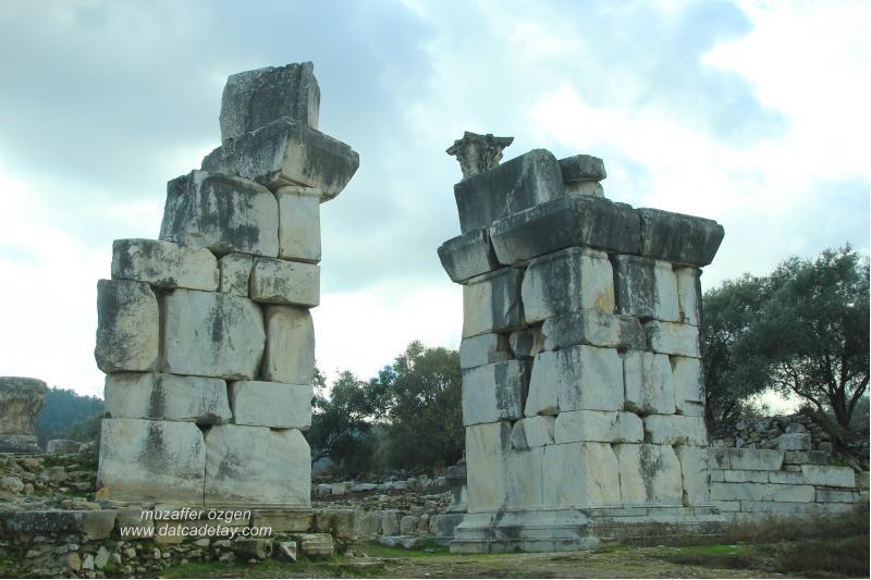 Stratonikeia anıtsal kapı